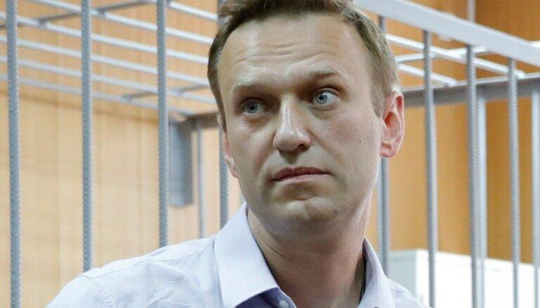 Навального приговорили к 10 суткам ареста