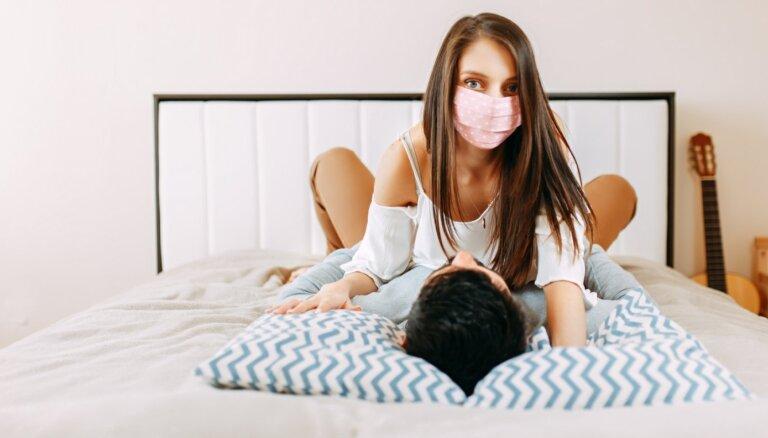 Враг в постели: ученые оценили, передается ли Covid-19 половым путем