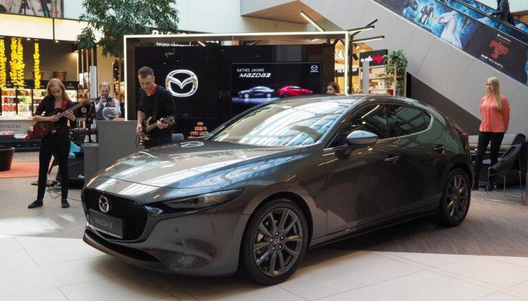 Foto: Latvijā prezentēts jaunais 'Mazda3' hečbeks
