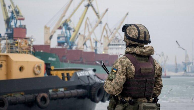 Krievija sākusi laist Ukrainas kuģus uz Mariupoli, ziņo ministrs