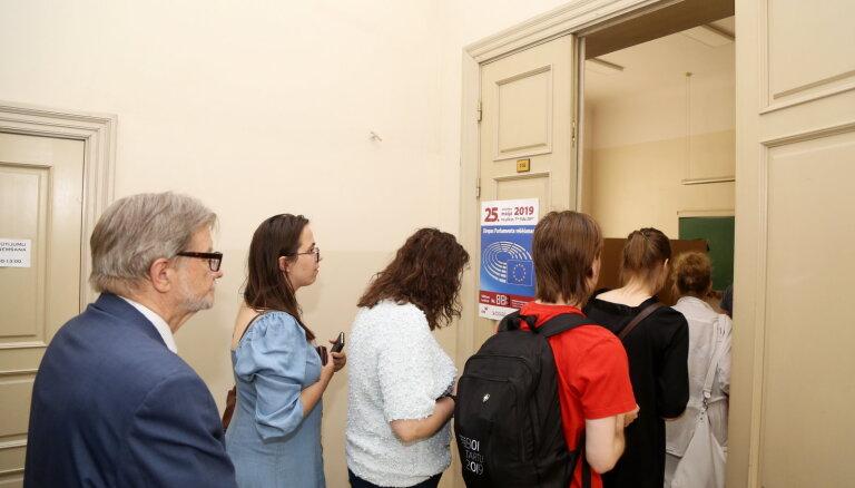 Выборы в ЕП: на участках выстроились очереди, из-за сбоя не все могут проголосовать
