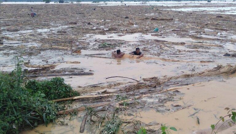 """ФОТО, ВИДЕО. Тайфун """"Каммури"""" на Филлиппинах: массовые разрушения, затопленные улицы, десятки жертв"""