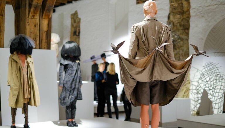 Foto: Vairāk nekā mode – ieskats 'MAREUNROL'S' tērpu izstādē