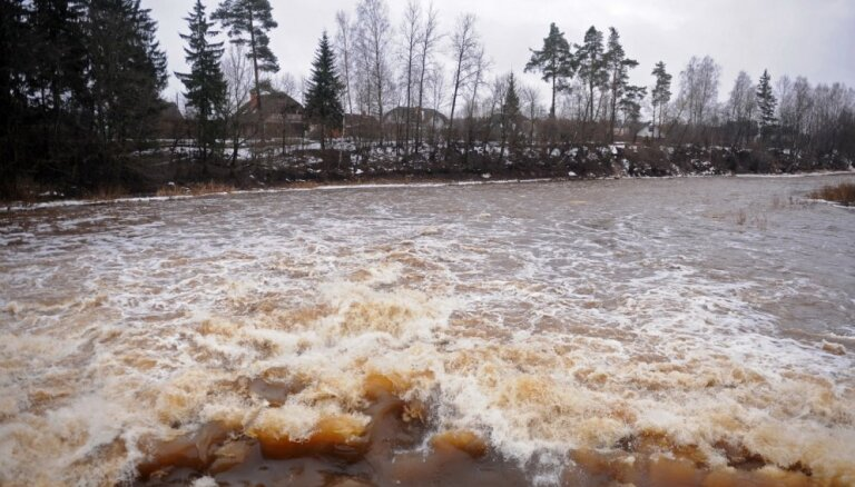 Ogres upē plūdu risku pagaidām neesot