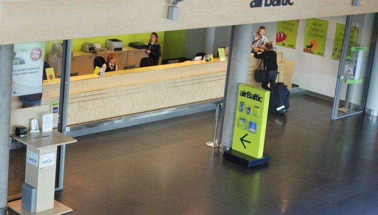 Atjauno tiesvedību 'airBaltic', lidostas 'Rīga' un 'flyLAL' strīdā par īpašumu arestu