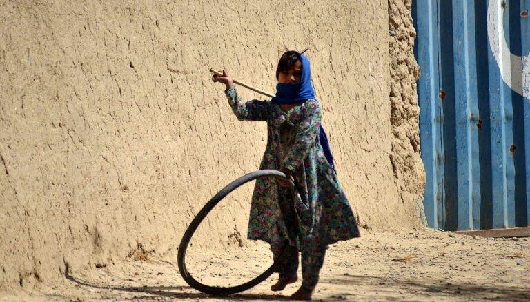 Miljoniem afgāņu ziemā draud bads, brīdina ANO