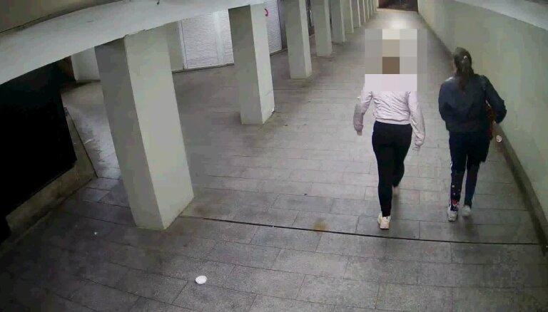 Policija meklē meiteni, kura tunelī uzraksta vārdu 'Alina'