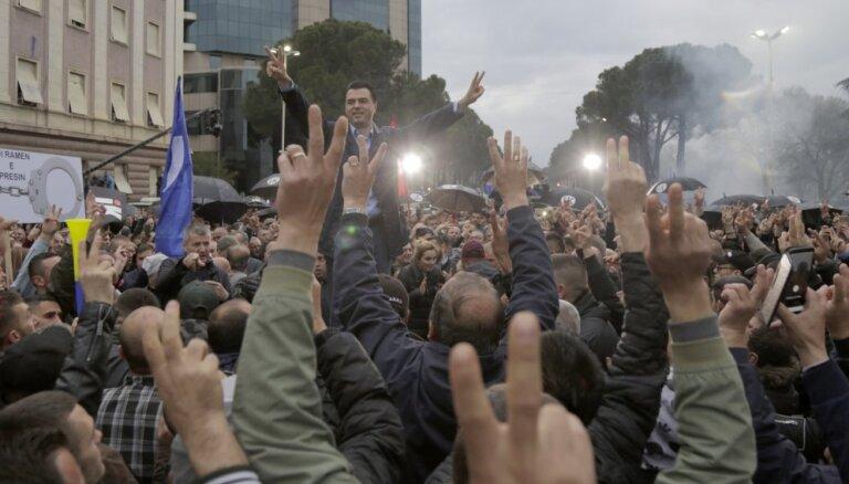 Opozīcijas protestu laikā Albānijā ievainoti vismaz 15 cilvēki