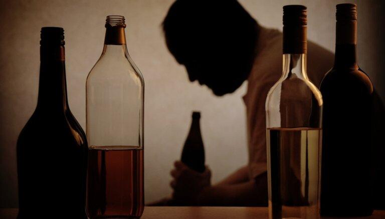 Nemeklē laimi pudelē – pudelē tās nav. Alkohola atkarības atmešanas metožu efektivitāte