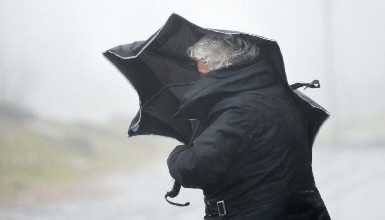 Brīdina par spēcīgu vēju trešdienas pēcpusdienā