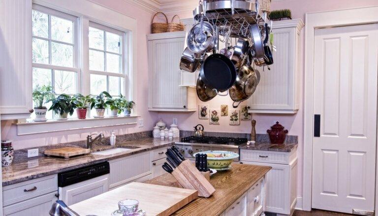 Piecas radošas idejas pannu un katlu novietošanai virtuvē