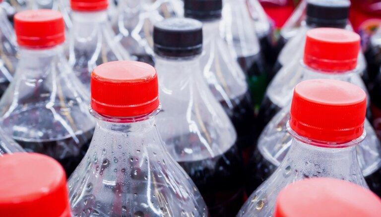 Deputāti vēl neizšķiras, vai ieviest cukuroto dzērienu nodokli