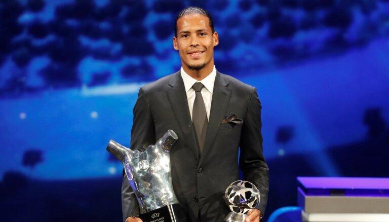 Par UEFA sezonas labāko futbolistu atzīst van Dijku