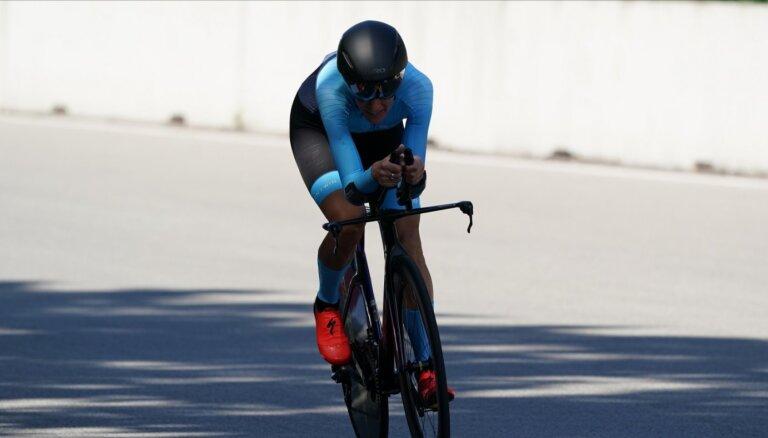 Rožlapa kā pirmā no Latvijas sportistiem uzsāk dalību PČ šosejas riteņbraukšanā