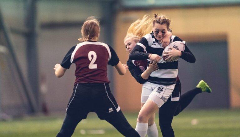 Foto: 'Livonia Winter rugby 7s' pulcē regbistes pēc pusgada pauzes