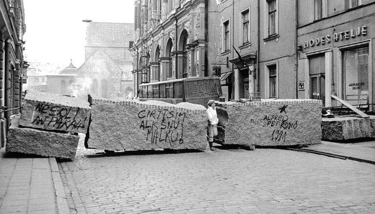 ФОТО: В Риге и по всей Латвии проходят мероприятия в память баррикад 1991 года