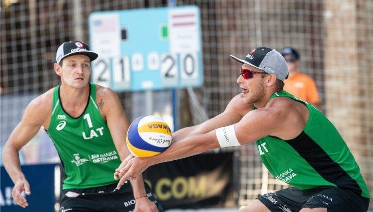 Pļaviņš/Točs iekļūst Čehijas turnīra astotdaļfinālā; Samoilovs/Šmēdiņš paliek dalītā 17. vietā