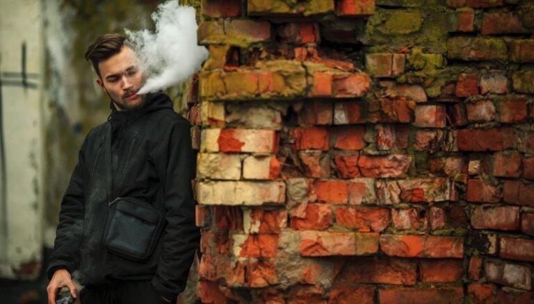 Elektronisko cigarešu lietotājiem ir augstāks insulta un sirdstrieku risks, secināts pētījumā
