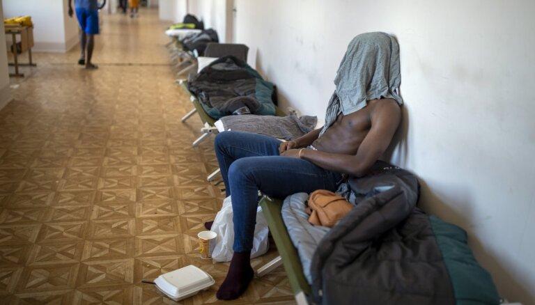 Вооруженные мигранты пытались сбежать из Литвы: побег закончился в кювете