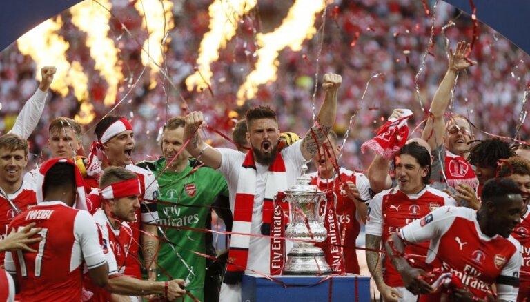 """ВИДЕО: """"Арсенал"""" и Венгер побили все рекорды в старейшем футбольном турнире мира"""