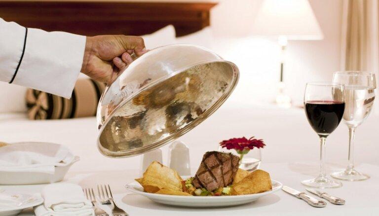 Špikeris ceļotājiem: 7 ēdināšanas un naktsmītņu apzīmējumi