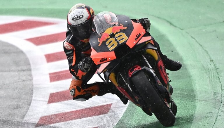 DĀR motobraucējs Binders uzvar 'MotoGP' sacensību posmā Austrijā