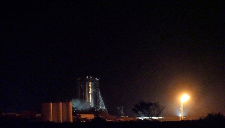 'SpaceX' veiksmīgi aizvada Marsa raķetes prototipa testu