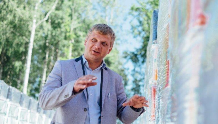 Latvija var! Simtiem tējas krūžu vietējam kūdras pārstrādātājam paver durvis eksportam