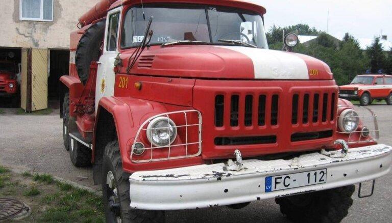 Prasa 10 miljonus eiro VUGD autoparka atjaunošanai, brīdinot par depo slēgšanu