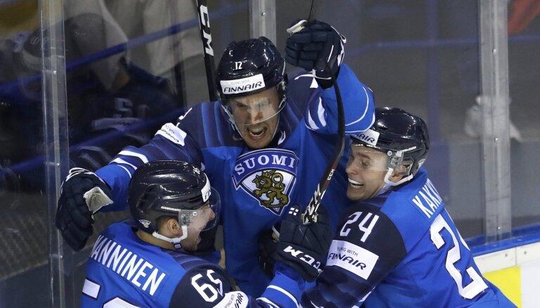 Somijas hokejisti atstāj pasaules čempioni Zviedriju ārpus pusfināla