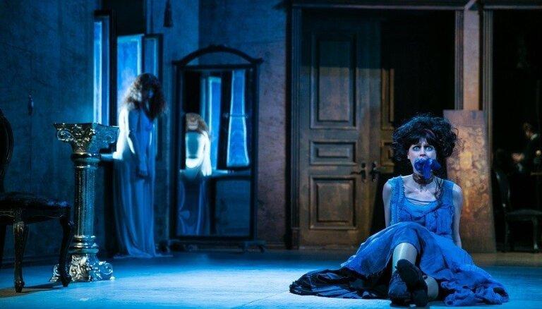 Foto: Kā pirmoreiz Valmieras teātrī top 'Meistars un Margarita'