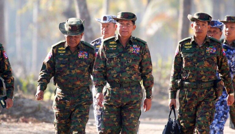 Mjanmas huntas līderis sola sarīkot daudzpartiju vēlēšanas un atcelt ārkārtējo stāvokli