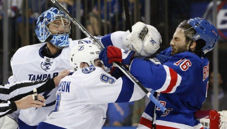 'Rangers' hokejisti ar uzvaru sāk Stenlija kausa pusfinālu
