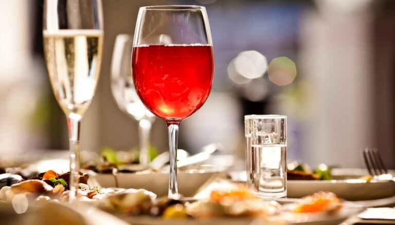 Латвия готова понизить налог на добавленную стоимость для кафе, ресторанов и гостиниц