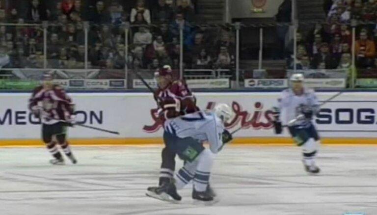 Video: Par Hosas savainošanu 'Amur' spēlētājs saņem diskvalifikāciju