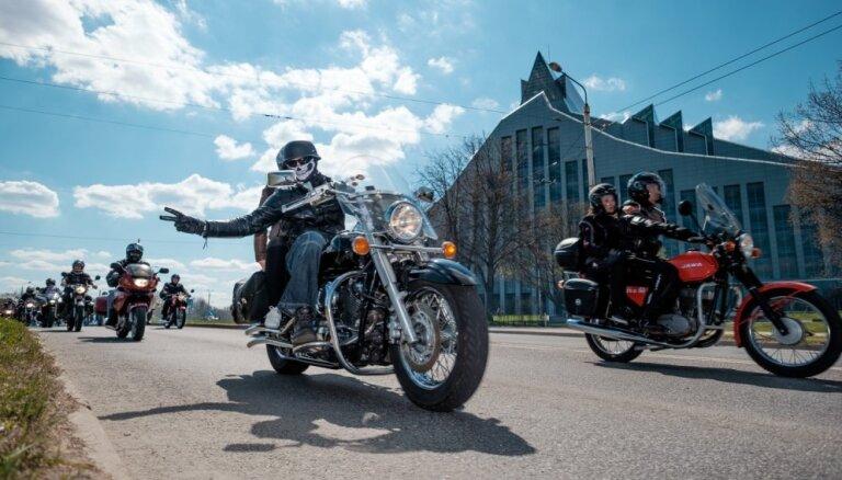 Aktualizē trokšņainu motociklu problēmu Rīgā; motoklubi to nodēvē par 'naida runu'