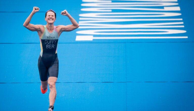 Triatloniste sagādā visu laiku pirmo olimpisko zelta medaļu Bermudu salām