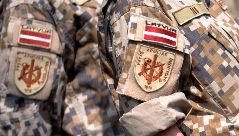 Valdība lems, vai atļaut Latvijas karavīriem piedalīties mācībās Ukrainā
