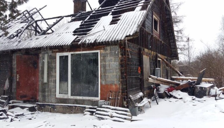 Ugunsgrēkā zaudē omīti un mājas: jauna, uzņēmīga ģimene lūdz palīdzību