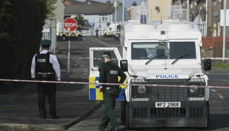 Ziemeļīrijā nekārtību laikā nošauta žurnāliste