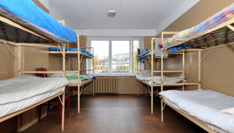 Mājsēdes laikā Rīgas patversmēs nonāk vairāk cilvēku nekā parasti