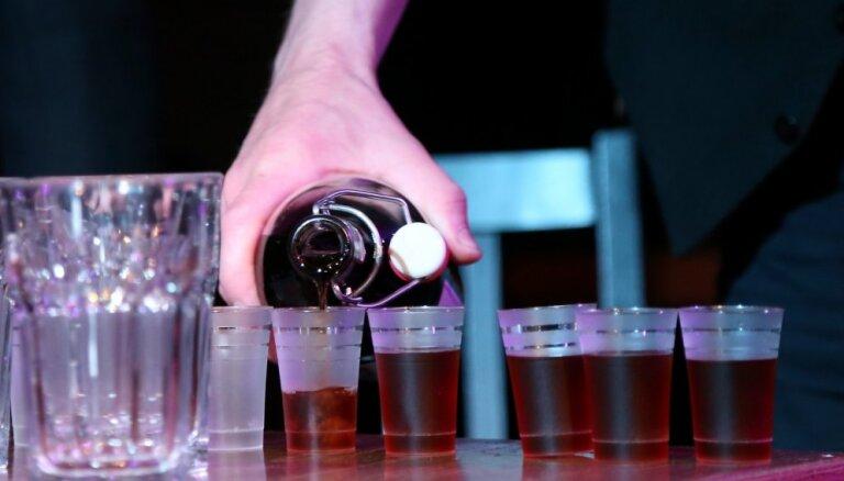 'Eurostat': Baltijas valstu iedzīvotāji alkoholam tērē procentuāli vislielāko izdevumu daļu ES