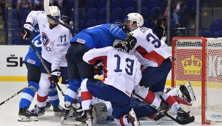 Video: Somijas hokejisti 'negribīgi' apspēlē Franciju