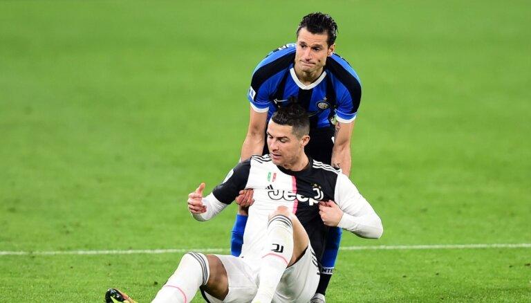 Itālijas labākie futbola klubi vienojas par spēlētāju algu samazināšanu