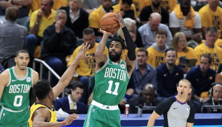 'Celtics' basketbolisti nonāk uzvaras attālumā no otrās kārtas, uzvar arī 'Raptors'