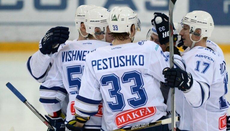 Karsuma rezultatīva piespēle palīdz Maskavas 'Dinamo' pārspēt 'Avtomobilist'
