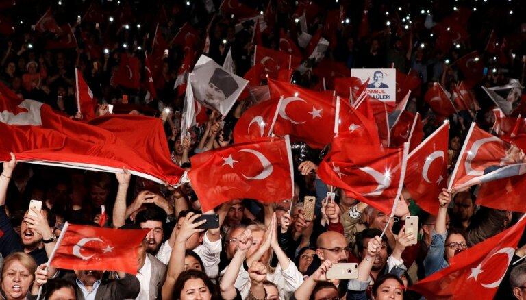 Turcijas Augstākā vēlēšanu padome liek atkārtoti rīkot Stambulas mēra vēlēšanas