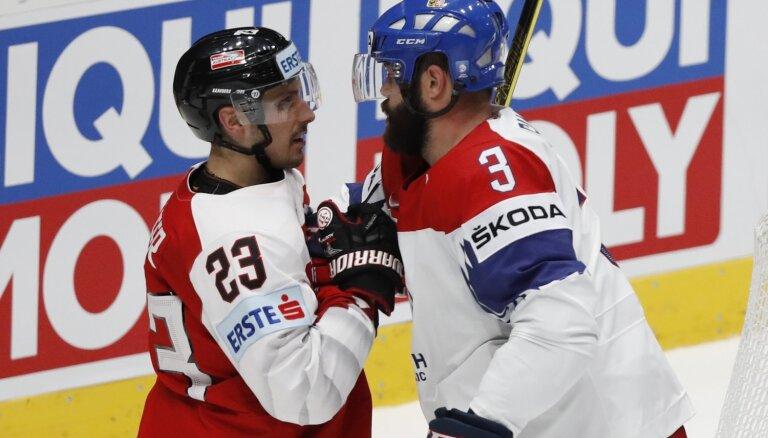 Video: Čehija parāda savus muskuļus mačā pret Austriju