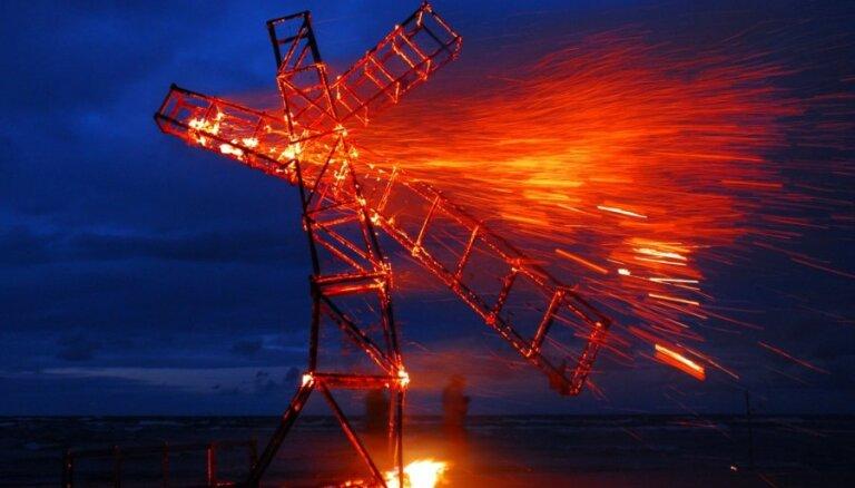 Uguns tēlnieks: Mēs būvēsim karkasu, pašu skulptūru veidos liesmas