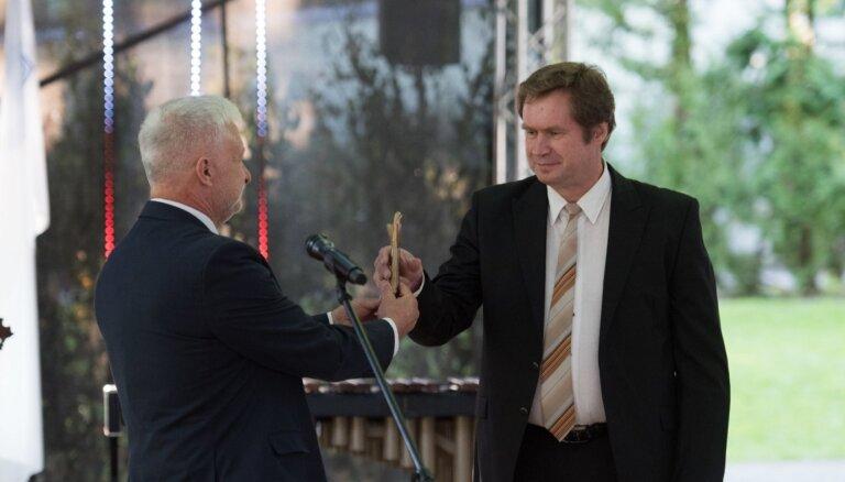 Foto: Baltijas Asamblejas balvu zinātnē saņem fiziķis Roberts Eglītis
